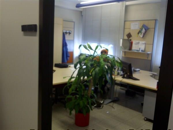 Merate – Ufficio arredato al primo piano