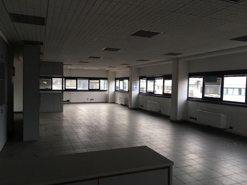 Carugate – Capannone Indipendente 1700 mq oltre 600 uffici