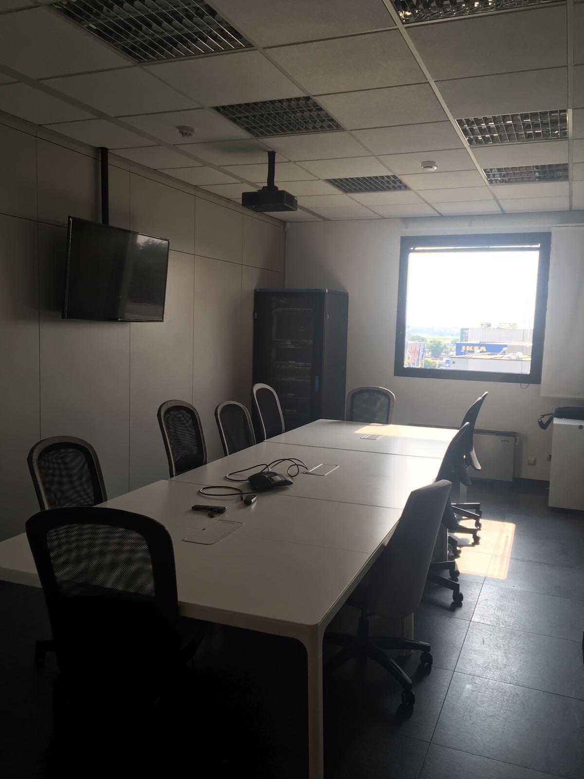 Carugate – ufficio terzo piano 270 mq