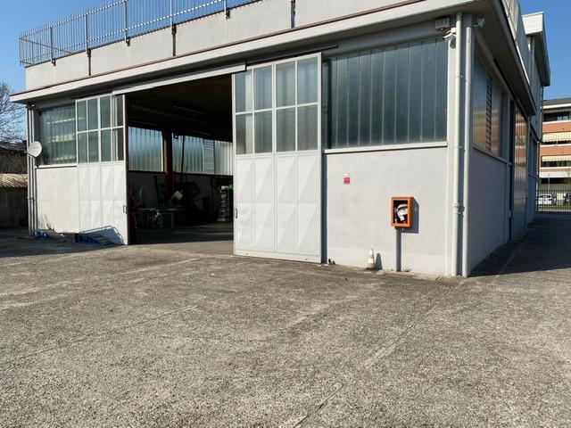 Concorezzo – Capannone di 400 mq ca oltre 800 mq ca di area esterna recintata