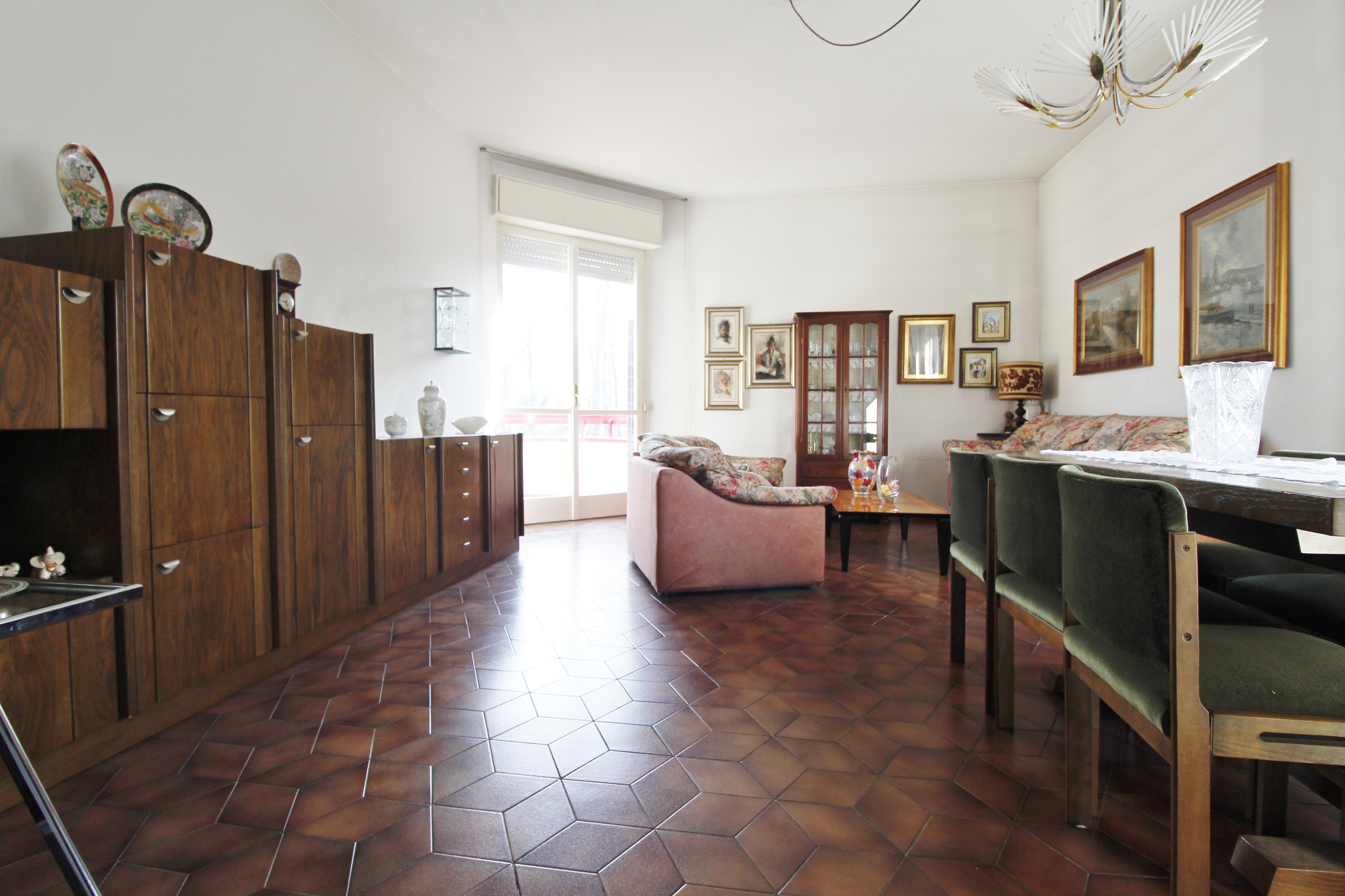 Burago M.ra-Trilocale con cucina abitabile e box