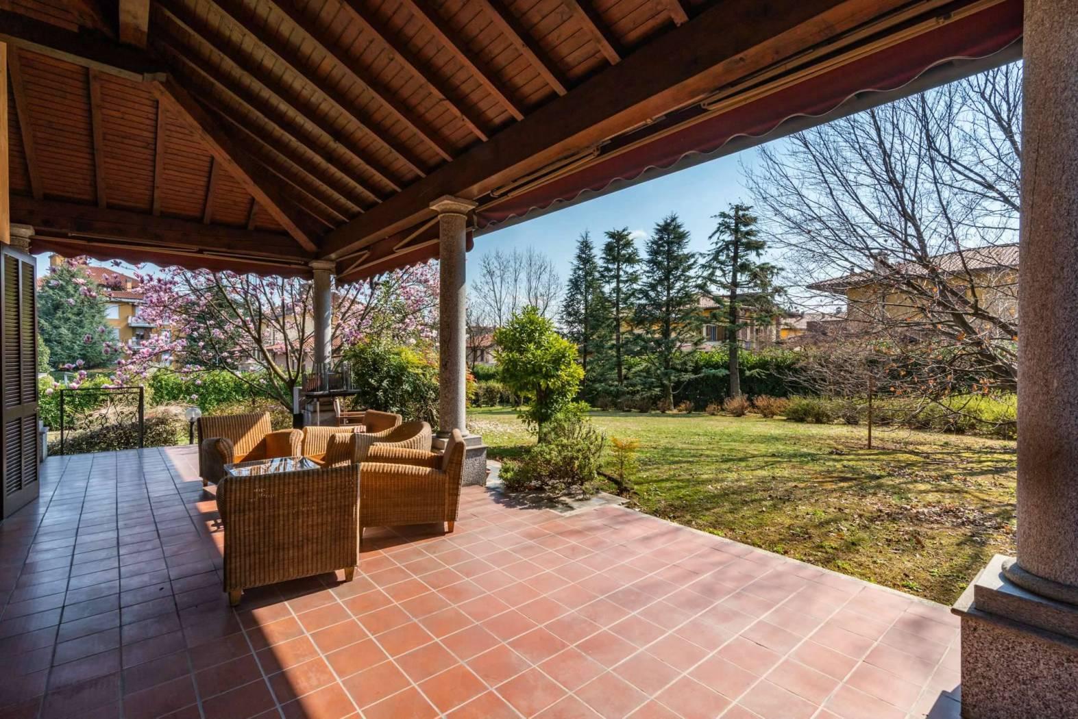 Busnago- Villa singola di 600mq su un lotto di 4000mq