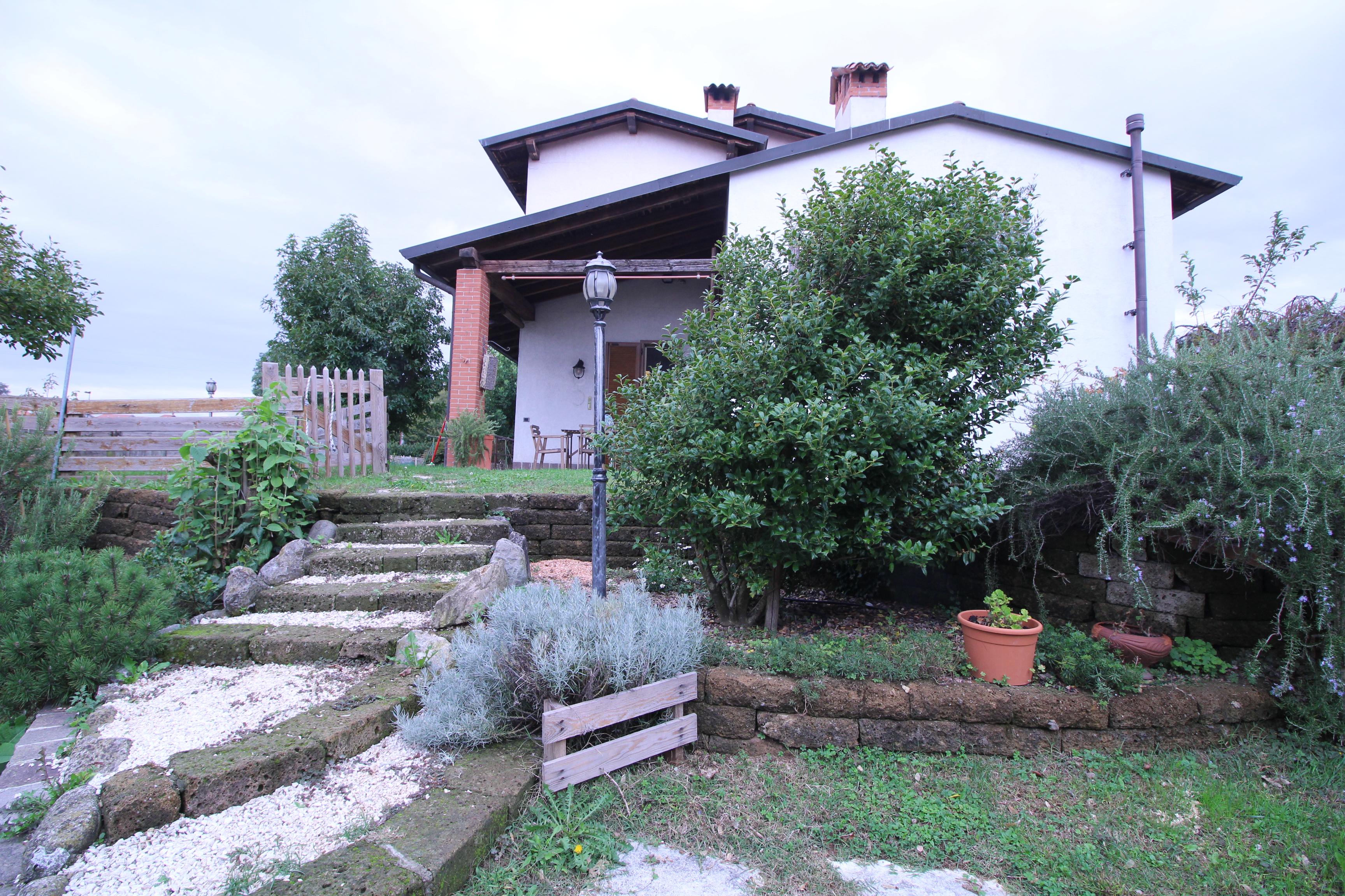 Bellusco-Villa Bifamigliare di ampia metratura